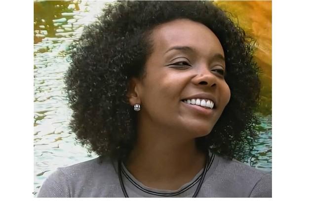 Aguardada pela equipe do hospital onde trabalha, Thelma, segundo o marido, Denis Santos, quer aproveitar a fama para dar visibilidade a mulheres negras artistas (Foto: Reprodução)