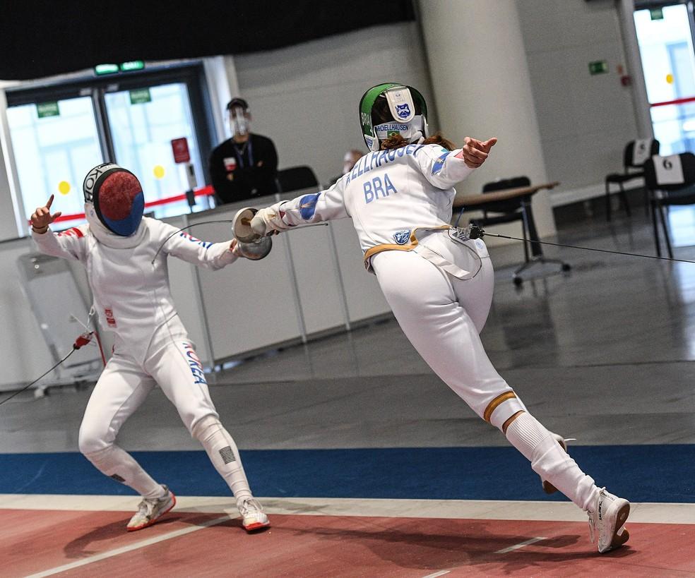 Nathalie Moellhausen em ação na Copa do Mundo de Espada em Kazan — Foto: Augusto Bizzi / Fie