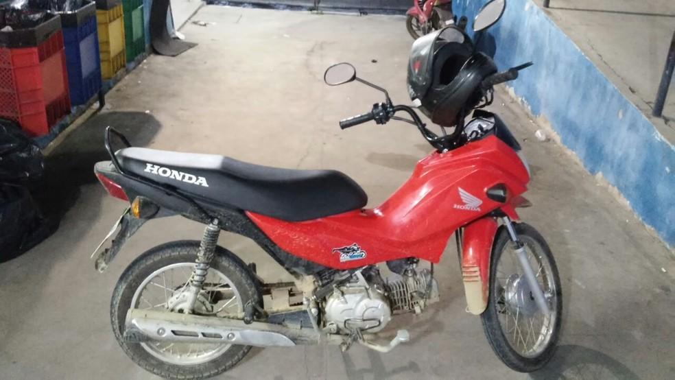 Moto foi apreendida em Caruaru (Foto: Divulgação/PM)