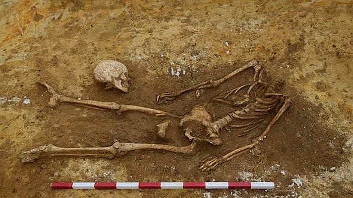 Corpo decapitado encontrado na Inglaterra (Foto: Divulgação)