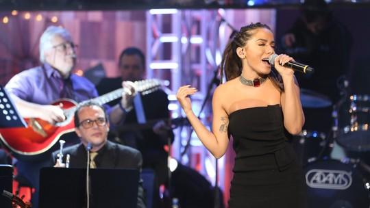 Anitta canta Roberta Miranda em Especial de Natal: 'Minha tia é enlouquecida por ela'