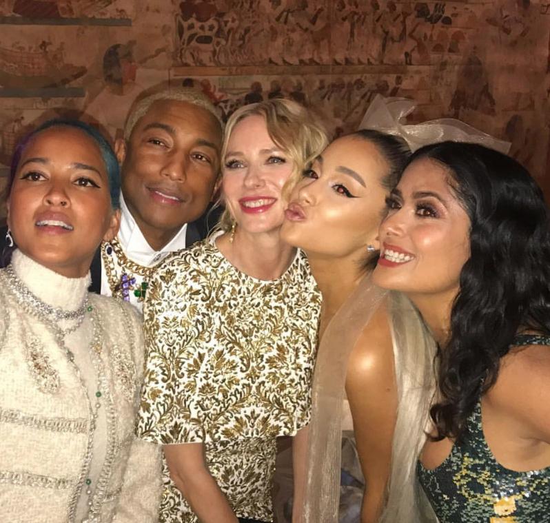 Helen Lasichanh, Pharrell, Naomi Watts, Ariana Grande e Salma Hayek. (Foto: Reprodução/Instagram)