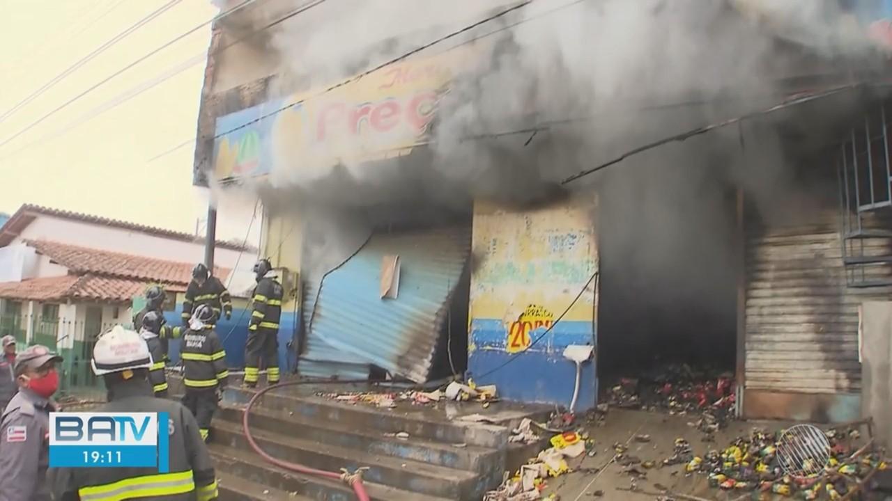 Destaques do dia: Incêndio destrói mercado em Simões Filho, RMS