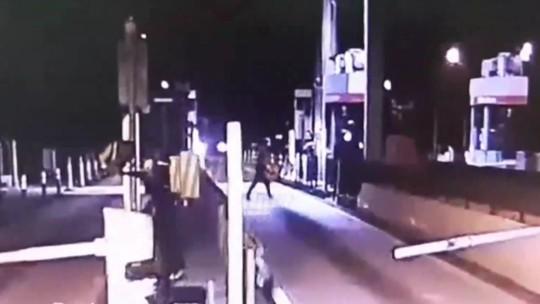 Dois homens são presos suspeitos de assaltar praça de pedágio, em Balsa Nova