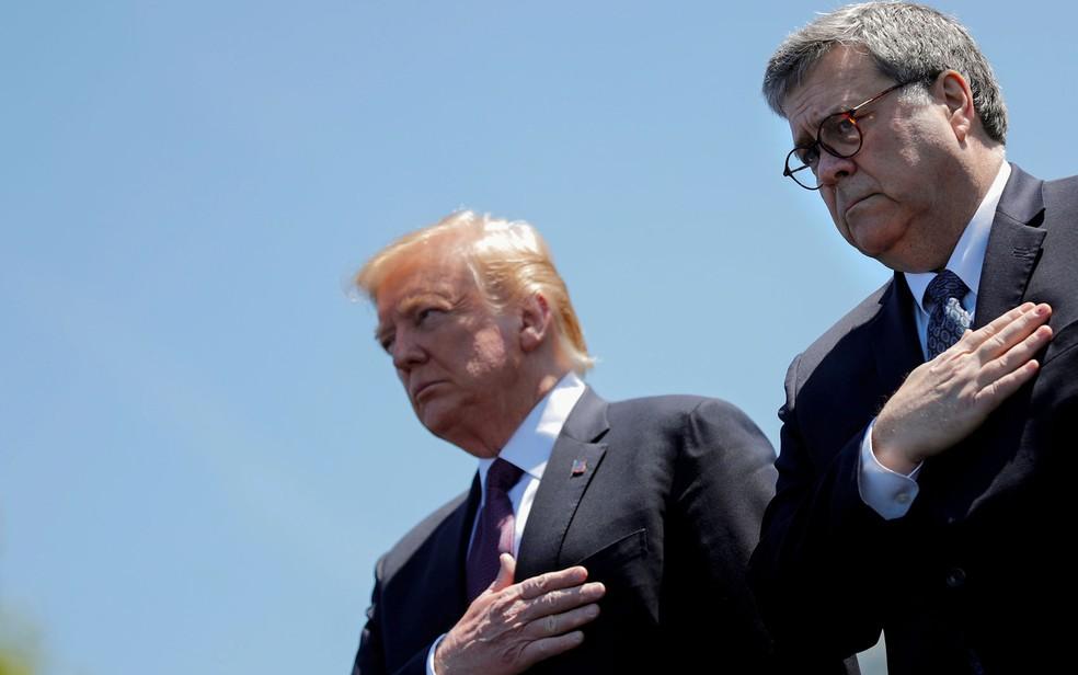 O presidente dos EUA, Donald Trump, e o procurador-geral dos EUA, William Barr, participam do 38o Memorial Nacional de Oficiais no Capitólio, em Washington, no dia 15 de maio de 2019 — Foto: Reuters/CarlosBarria