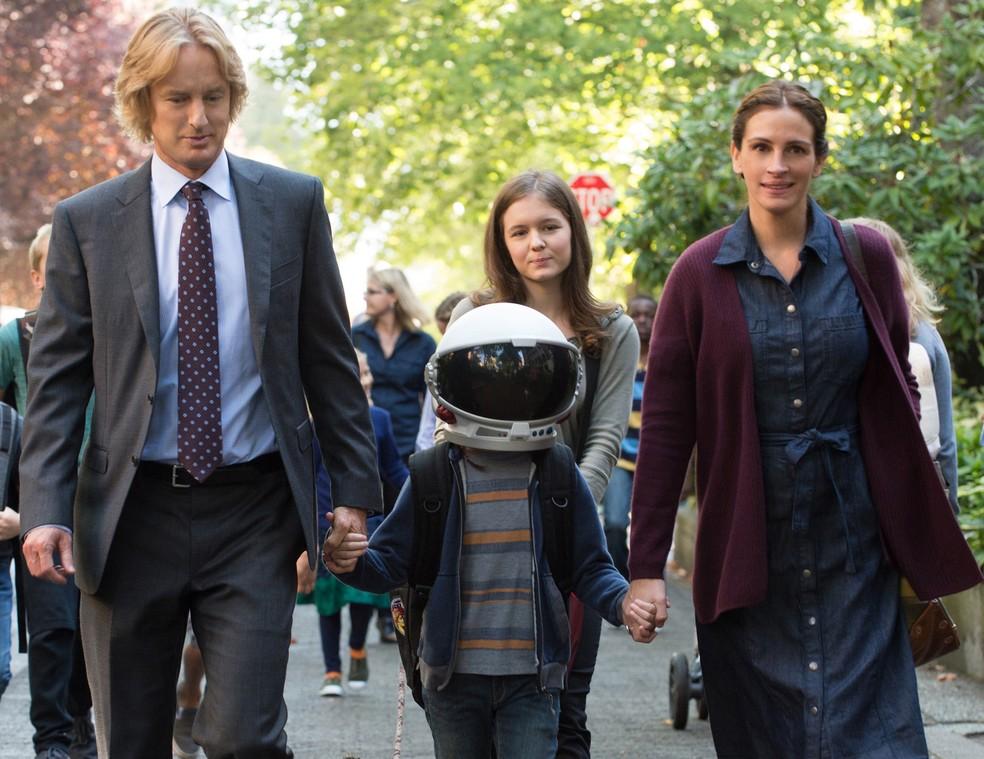 -  Owen Wilson, Trambley e Roberts em cena do filme  Extraordinário   Foto: Divulgação/Paris Filmes