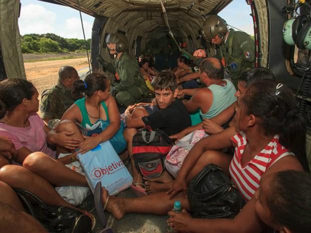 Mais de 300 pessoas foram resgatadas em Ponta do Ipiranga, em Linhares (Foto: Sargento Batista/ Agência Força Aérea)