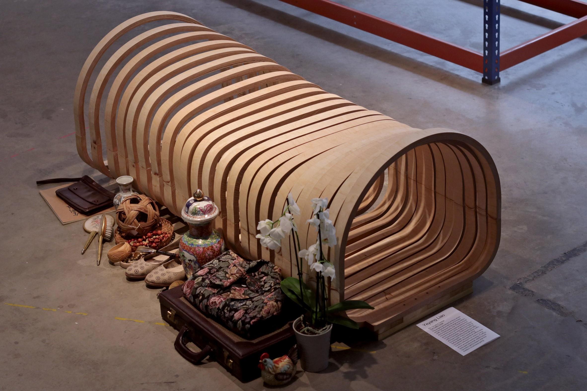 Designer chinês cria cadeira que se transforma em caixão (Foto: Divulgação)