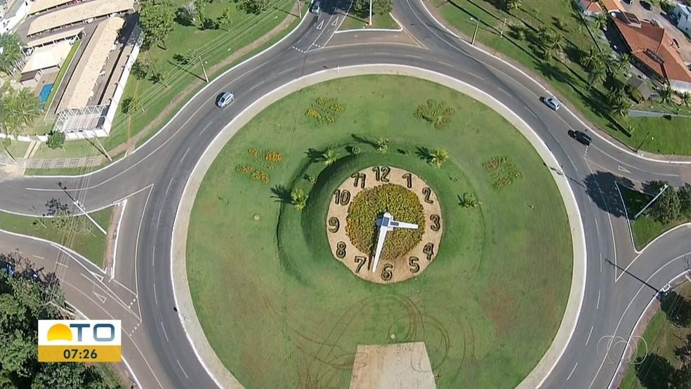 Motoristas ignoram regras ao usar rotatórias de Palmas — Foto: Reprodução/TV Anhanguera