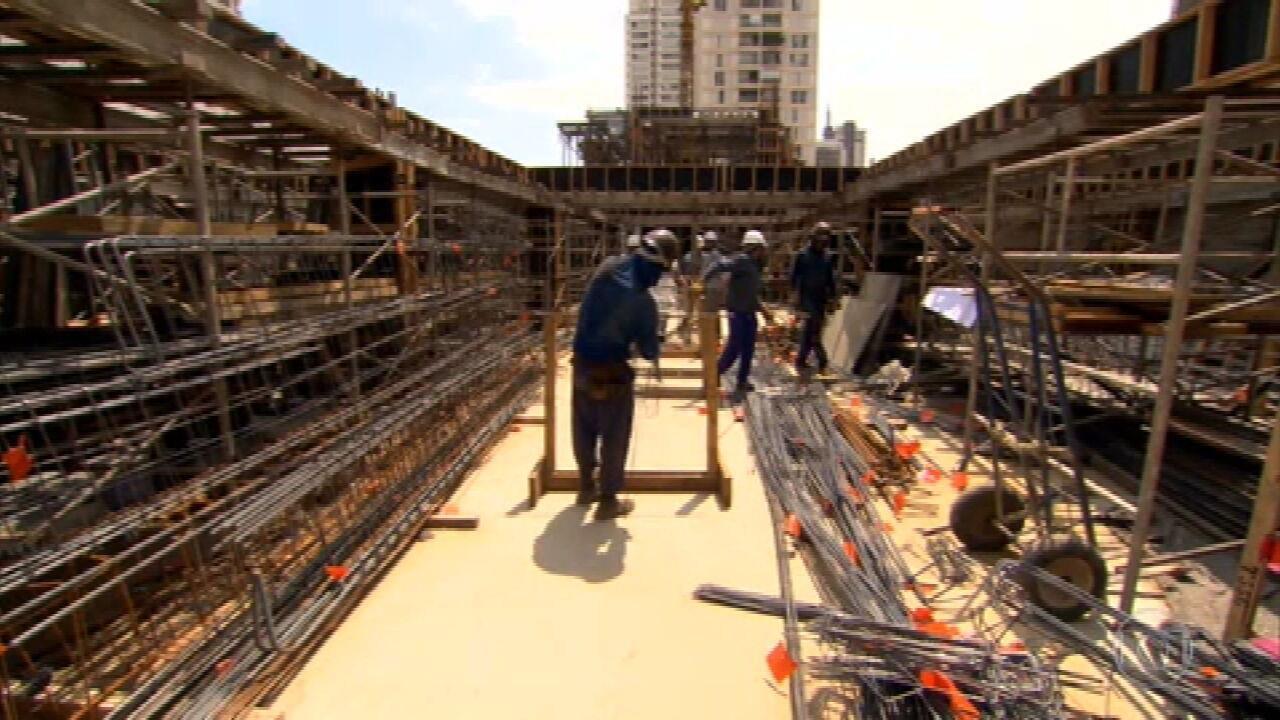Aumento de custos e falta de materiais prejudicam retomada da construção civil