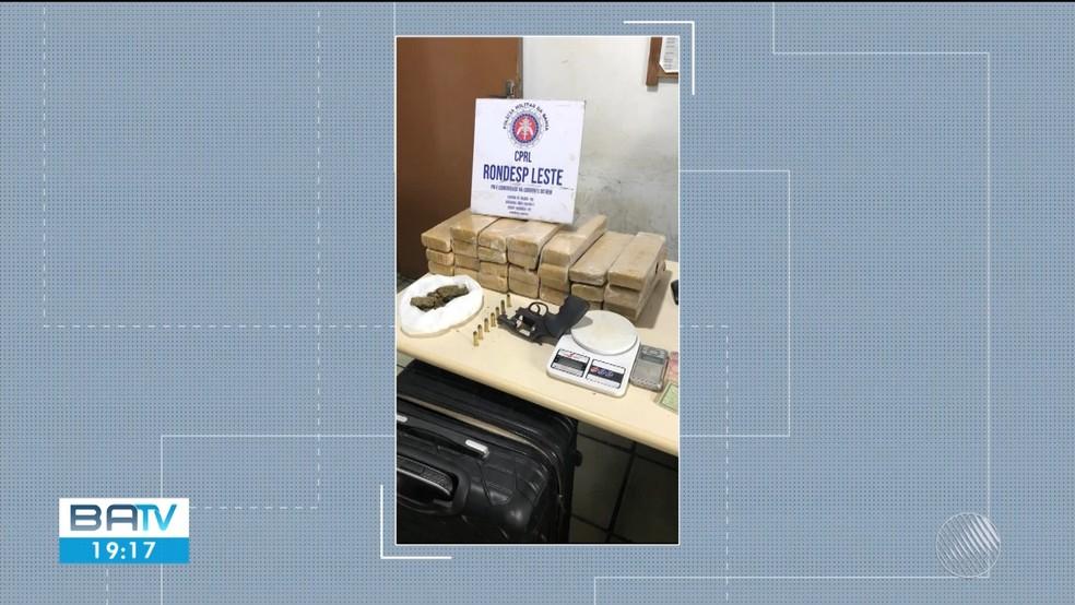 Suspeito foi preso com vinte quilos de maconha, arma e balança — Foto: Reprodução / TV Subaé