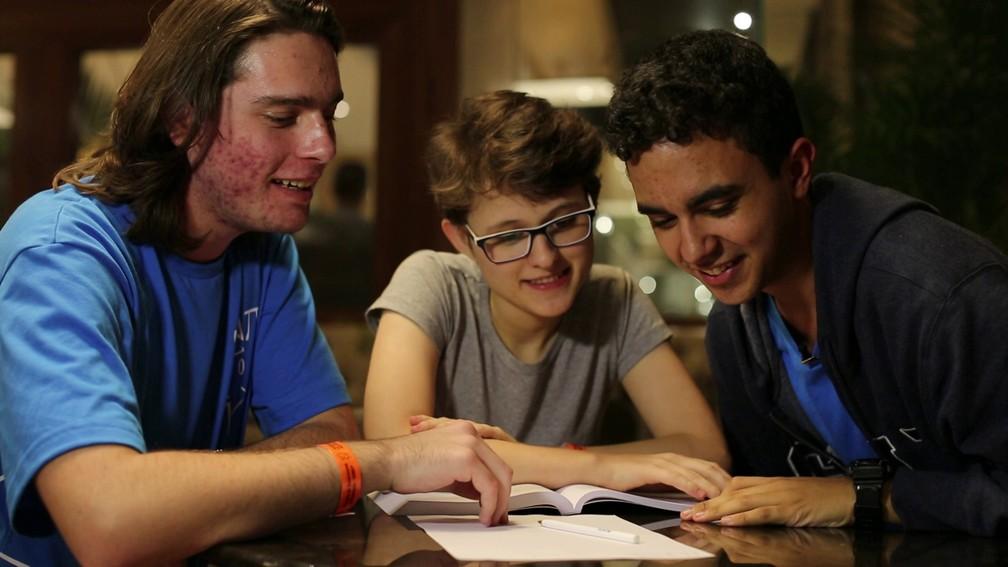 Os estudantes Igor Patrício, Fabíola Loterio e Guilherme Nascimento, veteranos na Obmep, garantem que matemática não tem mistério (Foto: Marcos Serra Lima/G1)