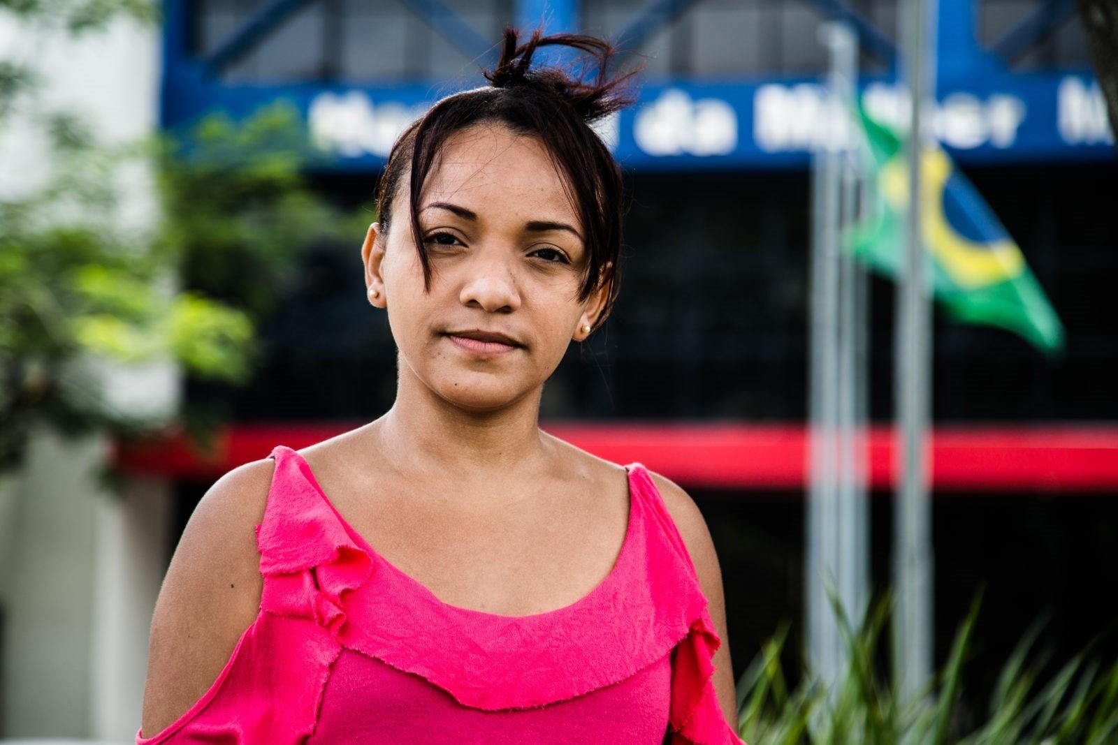 """Após colocar as molas, Elaine Alves da Conceição passou a sentir dores """"na lombar, abaixo da barriga, cólicas muito fortes"""" (Foto: AF Rodrigues/Agência Pública)"""