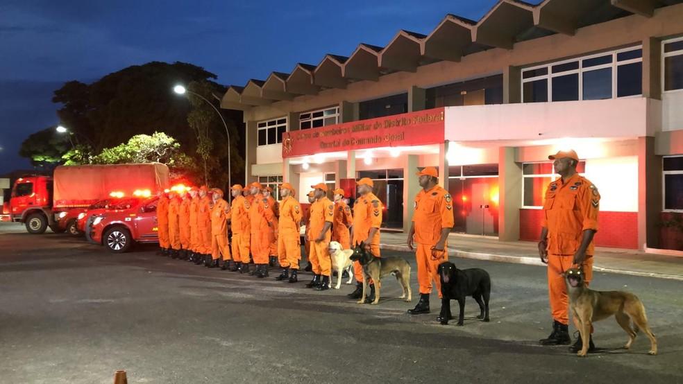 Bombeiros que partem para região de Brumadinho, em Minas — Foto: Maria Fernanda Soares/TV Globo