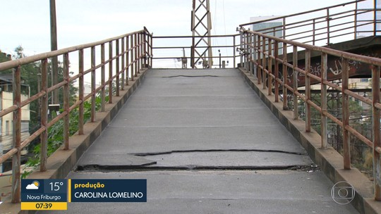 Moradores de Nova Iguaçu reclamam de passarela interditada há 3 anos