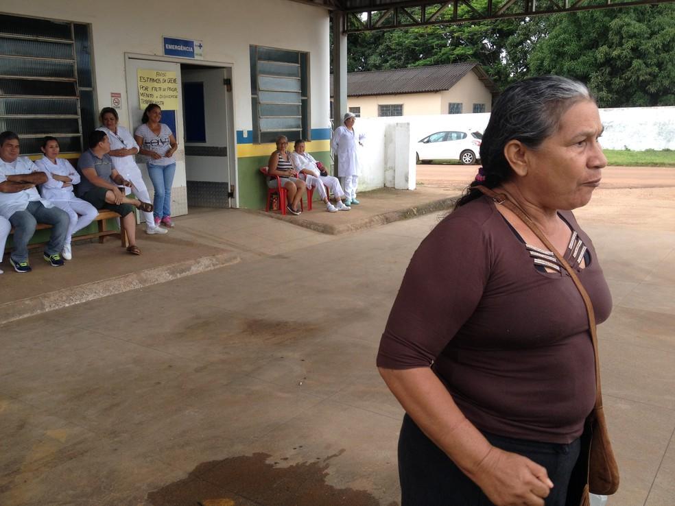 Dona Elaide é uma das pacientes que não foram atendidas e ficou bastante revoltada com a situação (Foto: Júnior Freitas/G1)