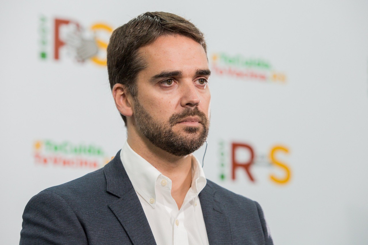 'Narrativa de quem quer se esquivar da responsabilidade', diz governador do RS sobre postagens de Bolsonaro