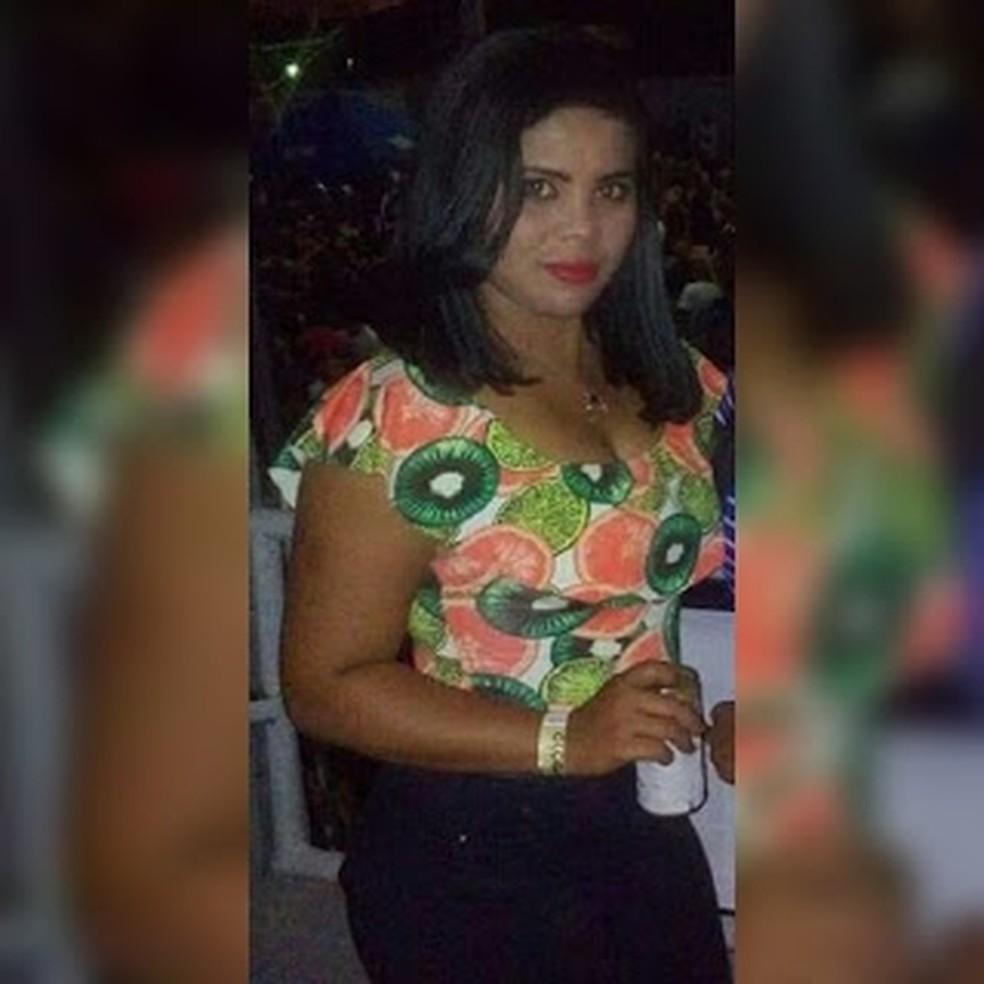 Jaqueline Rodrigues da Silva levou uma facada na região das costas e o golpe atingiu o baço da vítima — Foto: Divulgação/Polícia