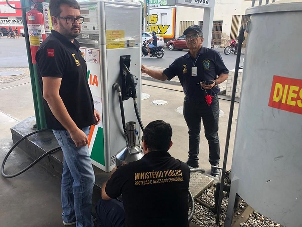 Fiscalização está averiguando postos de combustíveis, supermercados e bancos de Sousa, na Paraíba — Foto: Divulgação/MPPB