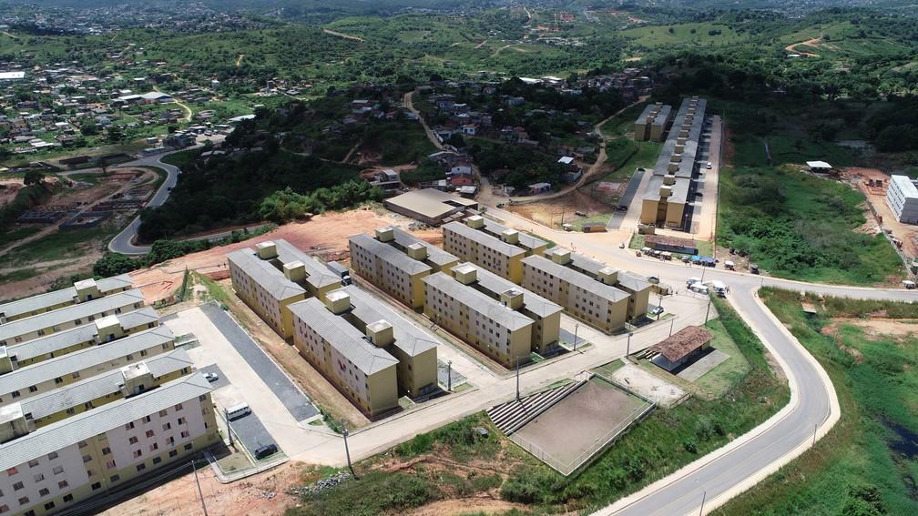 Estudos apontam que diversos habitacionais foram entregues em áreas carentes de serviços públicos — Foto: Augusto César/TV Globo