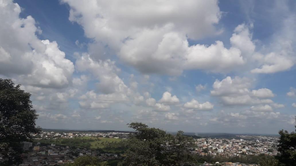 Com dias parcialmente nublados, temperatura aumenta de forma gradual na primeira semana de agosto no Centro-Oeste de Minas
