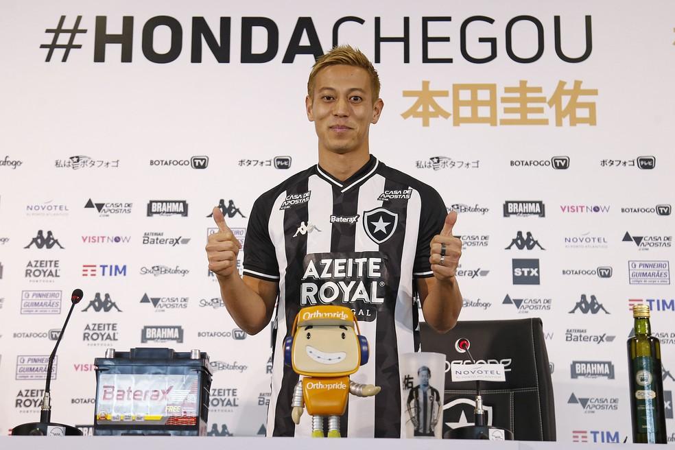 Honda é apresentado como novo reforço do Botafogo — Foto: Vitor Silva/Botafogo