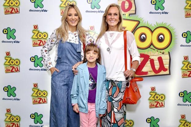 Rafaella Justus com Ticiane Pinheiro e Helô Pinheiro (Foto: Manuela Scarpa / Brazil News)
