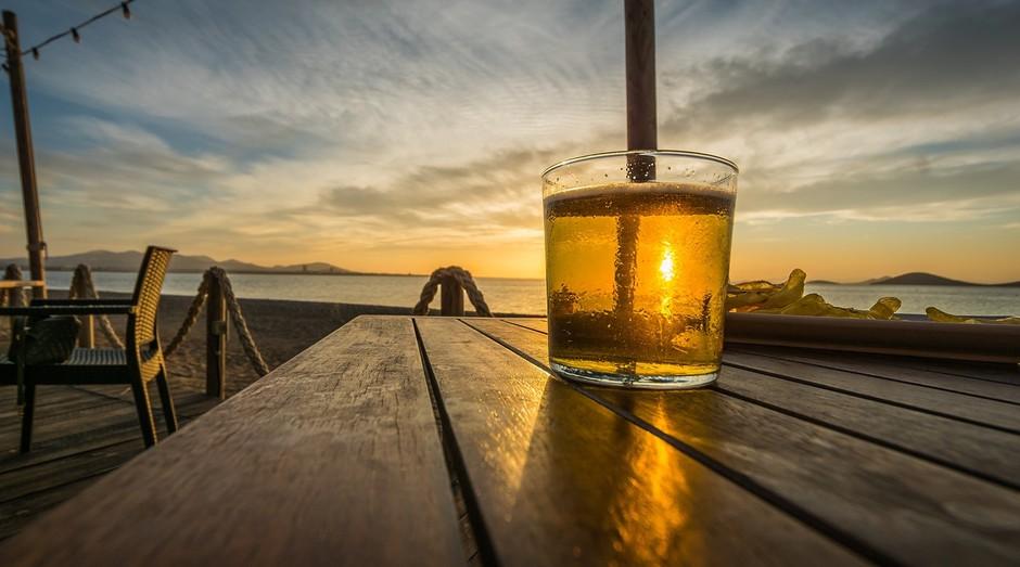 Cerveja; praia (Foto: Pixabay)