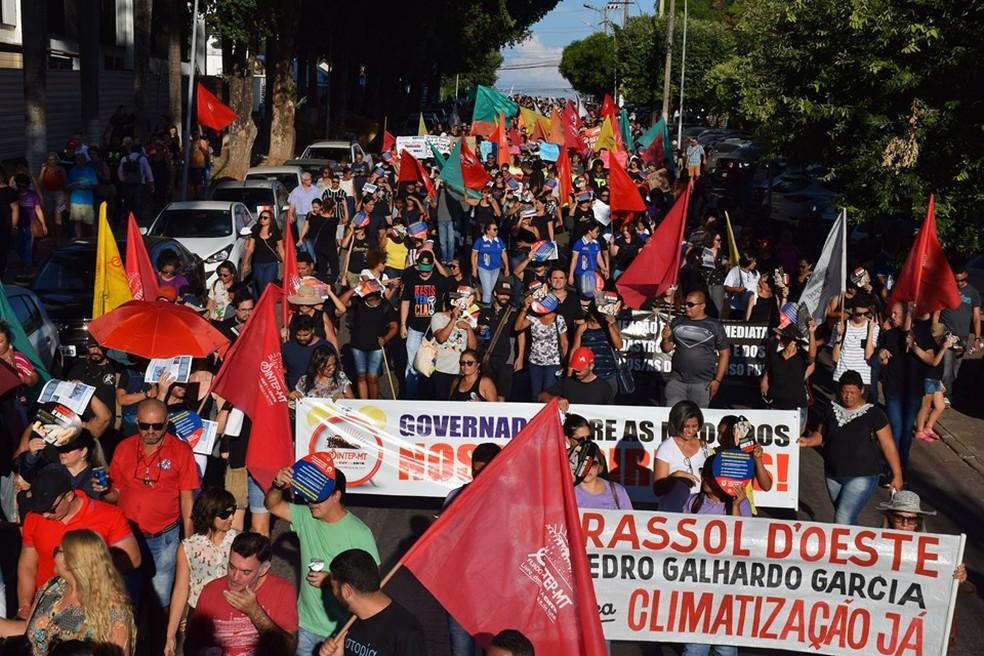 Servidores da educação entraram em greve na segunda-feira (27) por tempo indeterminado em Mato Grosso — Foto: Sintep-MT/Assessoria