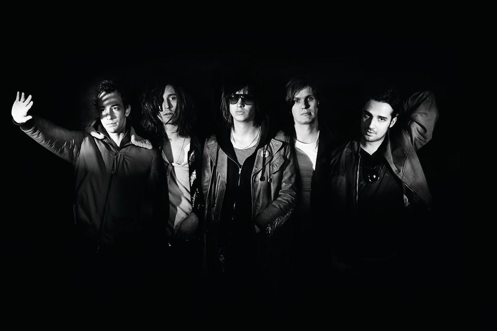 Os integrantes da banda The Strokes, a partir da esquerda: Albert Hammond Jr., Nick Valensi, Julian Casablancas, Nikolai Fraiture e Fabrizio Moretti — Foto: Divulgação