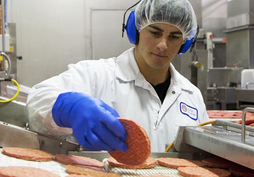carne-boi-hamburguer-frigorífico-indústria-EUA-keystone (Foto: Reprodução/Keystone Foods)