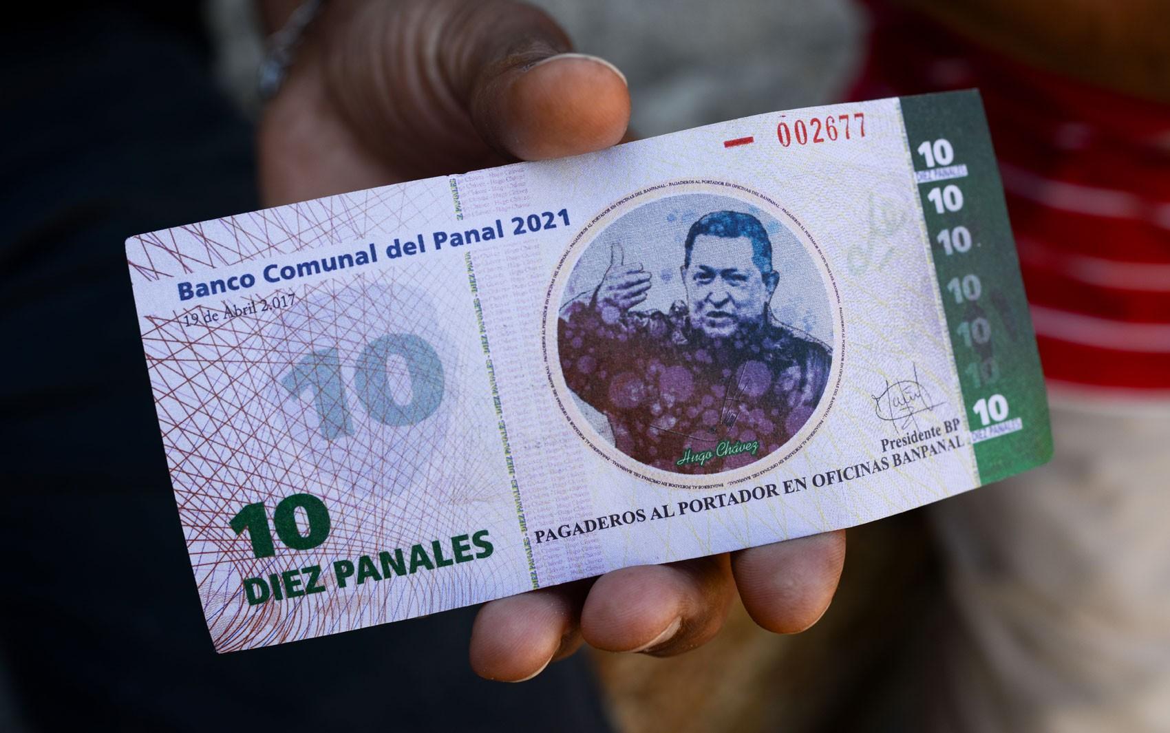 Bairro de Caracas cria moeda própria com imagem de Hugo Chávez