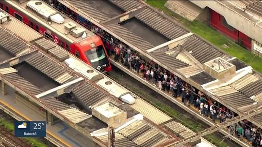 Passageiros passam mal em trem lotado da CPTM após problema na Linha 8-Diamante