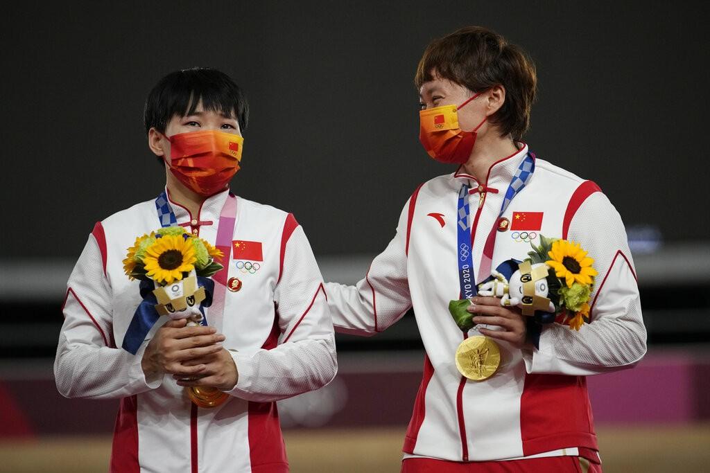 COI apura uso de broches com rosto de Mao Tsé-Tung em atletas da China durante entrega de medalha