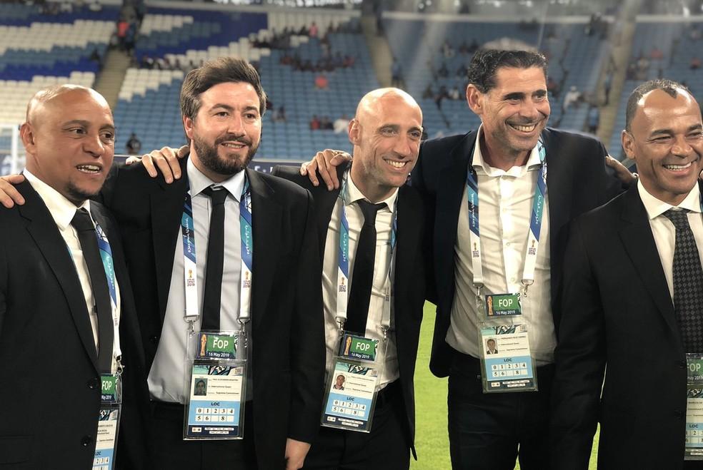 Roberto Carlos e Cafu foram os brasileiros que foram na inauguração — Foto: Divulgação / Road to 2022