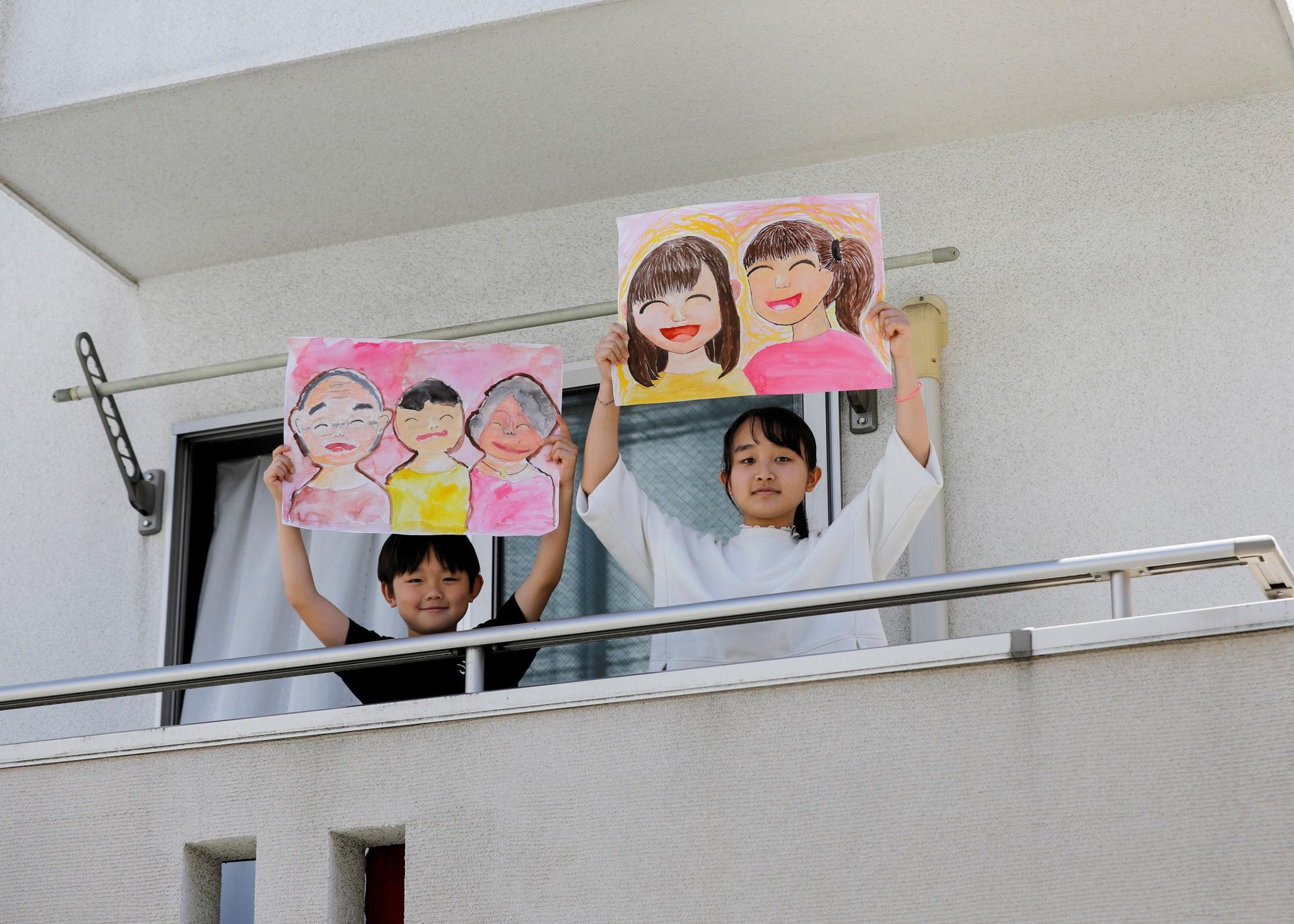 Desenhos de crianças em isolamento mostram ao mundo o que eles mais sentem falta; FOTOS