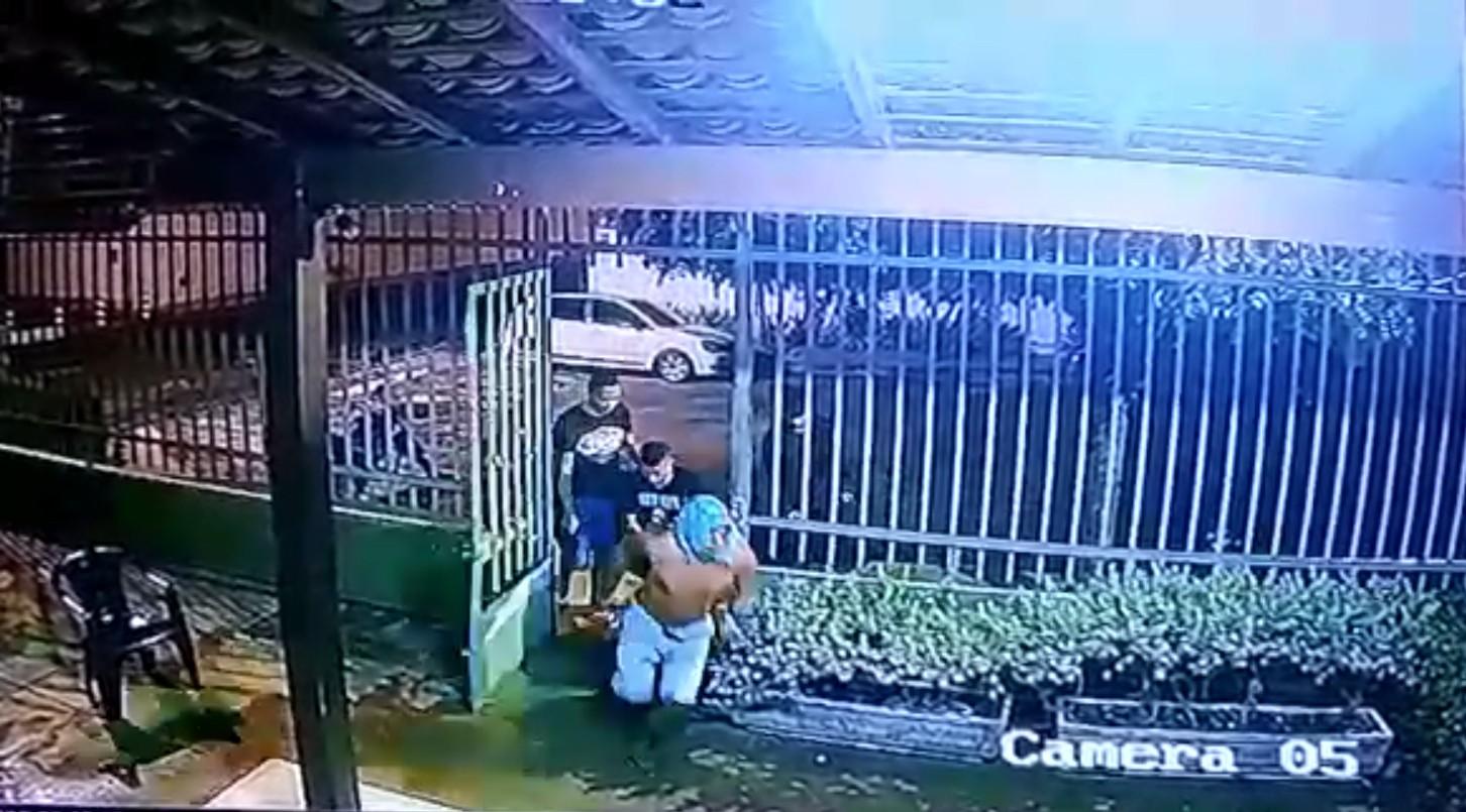 Assaltantes quebram grade e rendem funcionários durante arrastão em lanchonete no Piauí