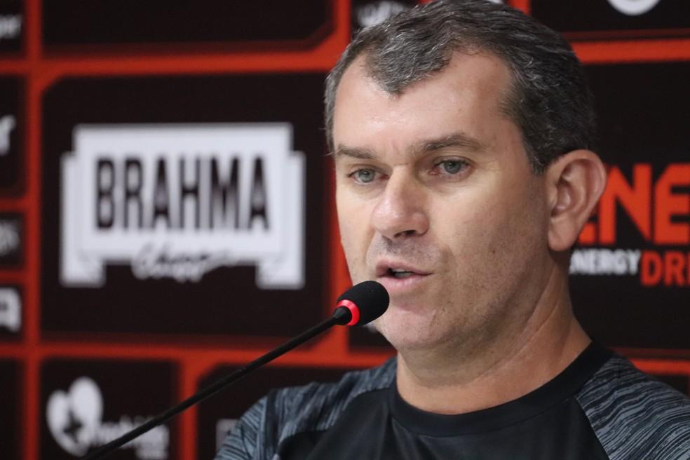 90e4fdd26dc78 ... Treinador disse que alguns atletas do elenco não vão continuar no Leão  — Foto  Maurícia