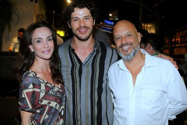 José Loreto e o casal Flávia Monteiro e Avner Saragossy  (Foto: Daniel Delmiro / AGNews)