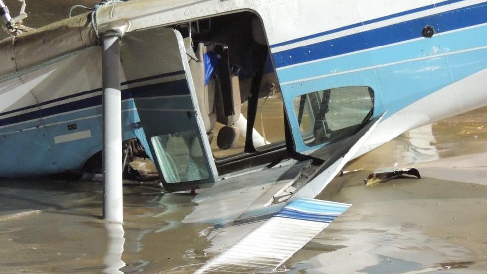 Detalhe do avião que caiu no mar, em Fortaleza (Foto: Daniel Costa/Arquivo Pessoal)