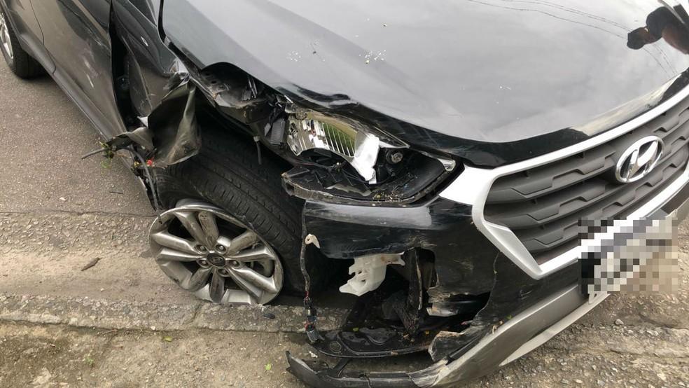 Veículo das vítimas foi atingido várias vezes pelo do empresário, em Santos, SP (Foto: G1 Santos)