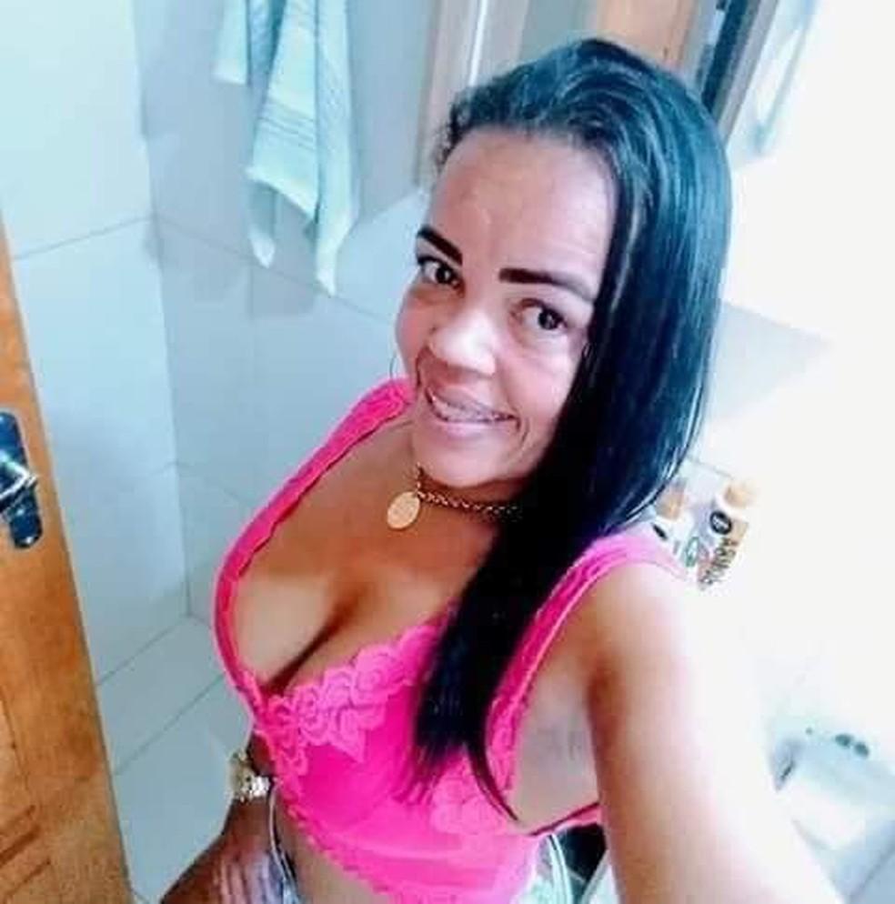 Renata Aparecida Silva, de 34 anos, estava embaixo de um viaduto no bairro São Luiz, em Barra Mansa — Foto: Reprodução/Redes sociais