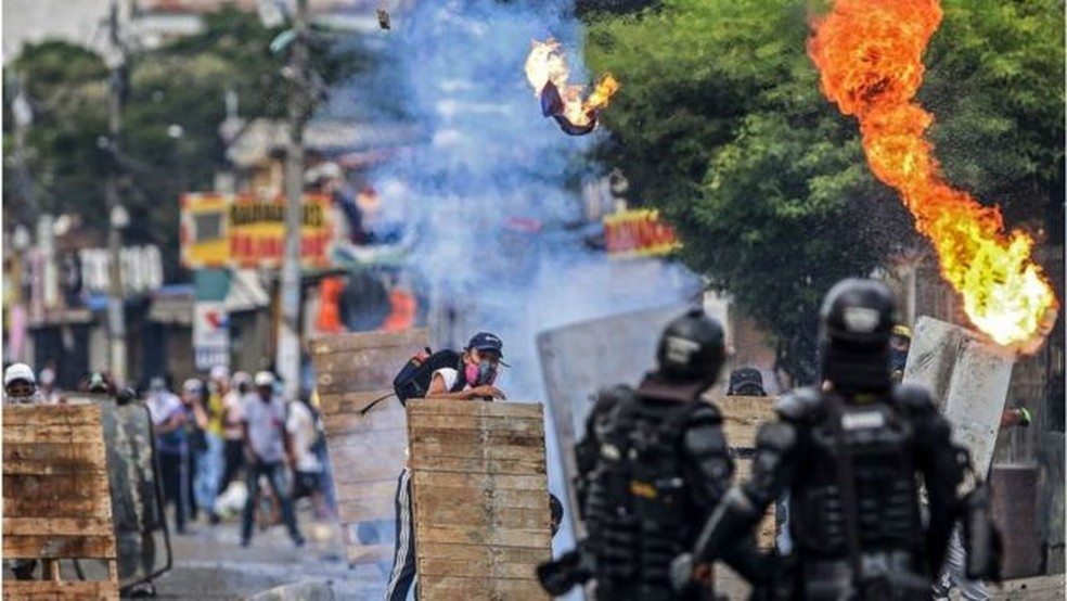 O número de mortos e feridos nos protestos vem aumentando — Foto: Getty Images/BBC