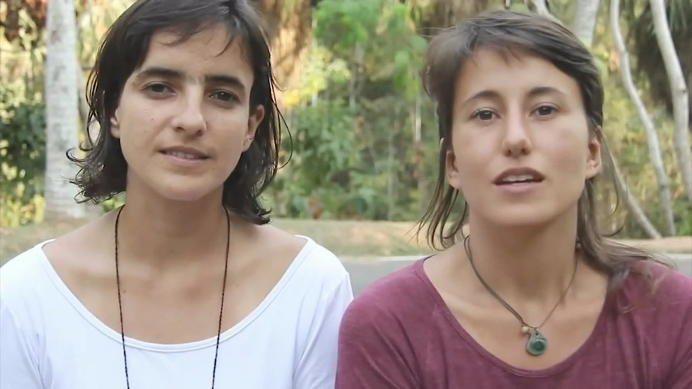 A agrônoma Isabela Ladeira (esquerda) e a engenheira Marília Cucolichio (direita) viajam pelo país para discutir a agroecologia (Foto: Ivanúcia Lopes/ Inter TV Cabugi)