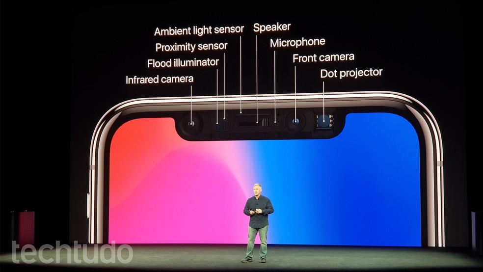 Apple detalha sensores presentes na parte da frente do iPhone X para o reconhecimento facial (Foto: Thássius Veloso/TechTudo)