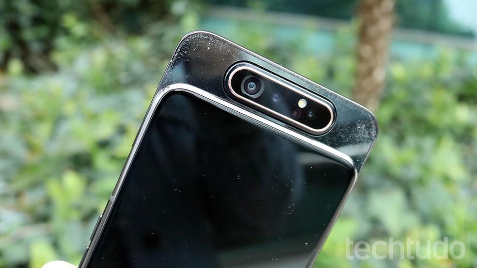 Galaxy A80: acúmulo de poeira em câmera deslizante é ponto negativo em análise do TechTudo — Foto: Bruno De Blasi/TechTudo