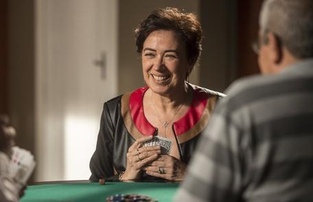 Lilia Cabral é Silvana. Casada com Eurico, ela luta contra o vício em jogos  Globo/João Cotta