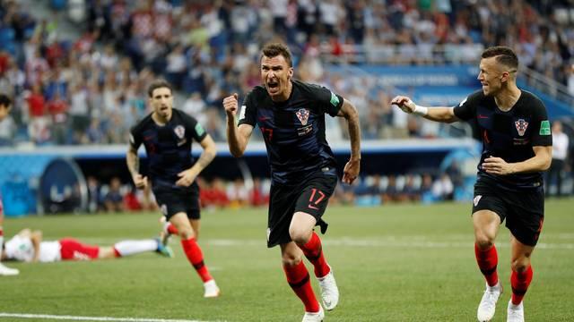 Mario Mandzukic comemora o gol croata em Croácia x Dinamarca