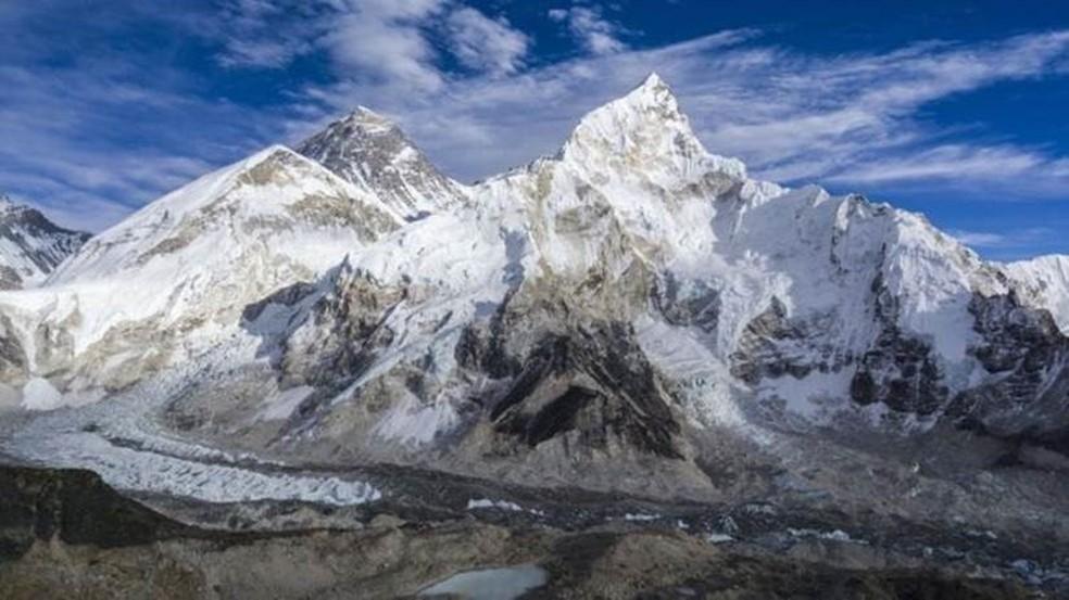 Everest: A maior parte dos corpos que apareceram está no glaciar de Khumbu — Foto: Frank Bienewald