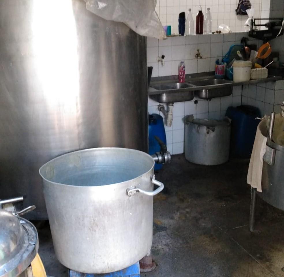 Fábrica de bebidas alcoólicas funcionava sem alvará, em Salvador.— Foto: Divulgação/Polícia Civil